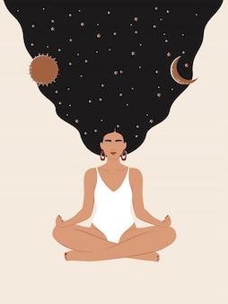 Mujer con estrellas cielo, sol y luna meditando en posición de loto