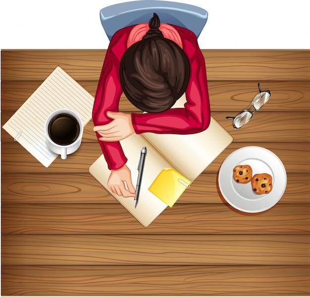 Mujer estudio sobre la mesa