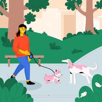 Mujer feliz caminando con perro con correa en el parque de la ciudad