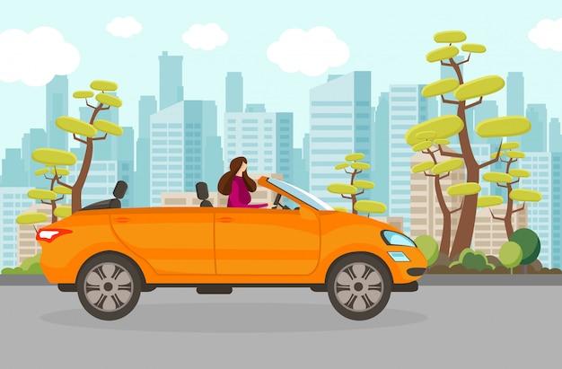 Mujer feliz montando coche descapotable en día de verano.
