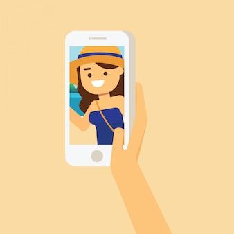 Mujer feliz en la playa en verano, las manos de teléfonos inteligentes sostienen la toma y toma una foto o foto de la playa