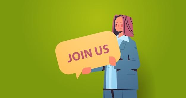 Mujer, gerente de recursos humanos, tenencia, estamos contratando, únase a nosotros, discurso, vacante, contratación abierta, recursos humanos, concepto, horizontal, retrato, vector, ilustración
