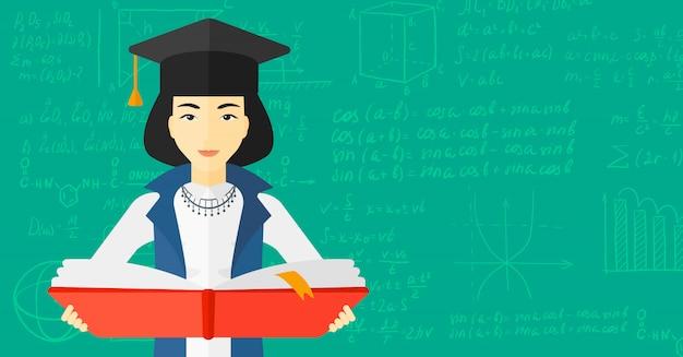 Mujer con gorra de graduación con libro