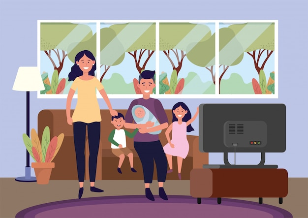 Mujer y hombre con bebé y niños en el sofá.