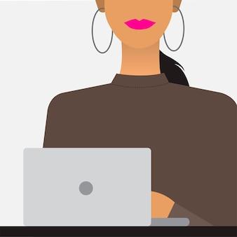 Mujer con una ilustración de la computadora portátil