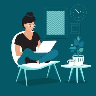 Una mujer independiente que trabaja en casa