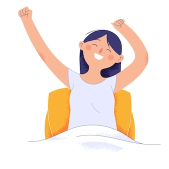 Mujer joven acaba de despertar de su sueño mientras levanta las manos y sonríe