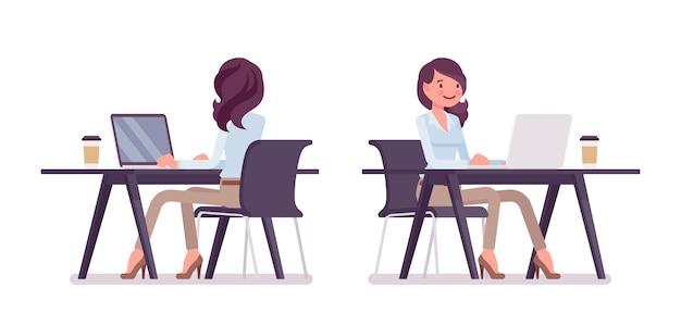 Mujer joven atractiva en camisa abotonada y pantalones chinos pitillo camel, trabajando en el escritorio con la computadora. tendencia de ropa de trabajo con estilo empresarial, moda de ciudad de oficina. ilustración de dibujos animados de estilo