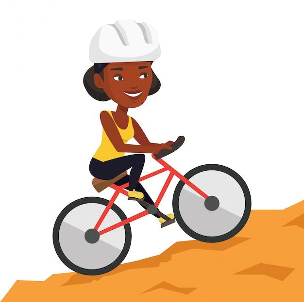 Mujer joven en bicicleta viajando en las montañas.