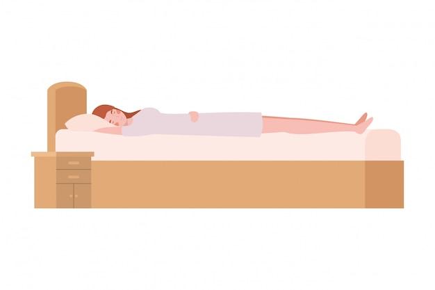 Mujer joven en la cama con pose para dormir