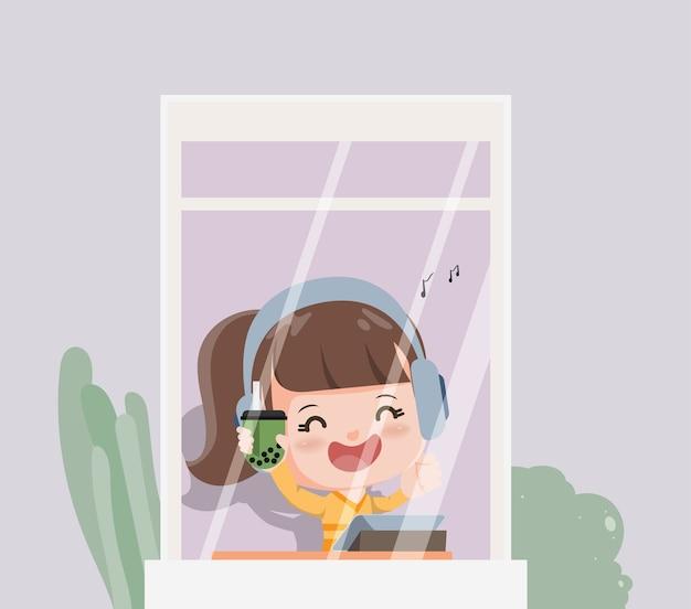 Mujer joven disfruta de la música y bebe té verde burbuja. nuevo estilo de vida normal quedarse en casa.