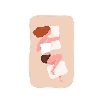 Mujer joven durmiendo de lado y abrazando la almohada. linda chica divertida durmiendo en una cama cómoda. relajación nocturna, sueño, descanso o siesta. vista superior. ilustración de vector colorido de dibujos animados plana.
