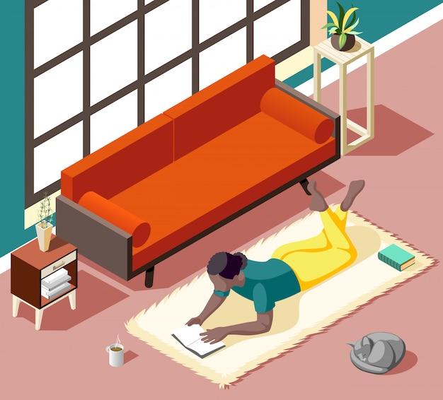 Mujer joven durante la lectura acostada en la alfombra con gato en casa en fin de semana isométrica