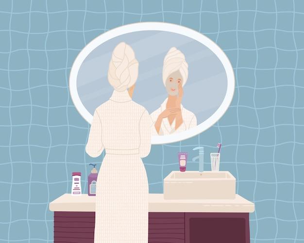 Mujer joven con máscara de belleza en el baño.