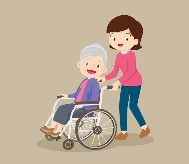 Mujer joven paseando con anciana en silla de ruedas