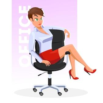Mujer joven de pelo castaño en blusa azul claro, falda roja corta sentada en silla de oficina rodante con piernas en apoyabrazos. chica de tacón se encuentra en situación informal.