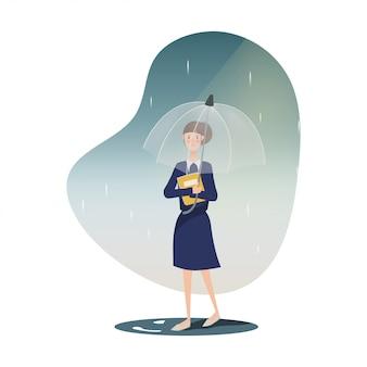 Mujer joven que camina en la lluvia con el paraguas.