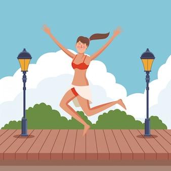 Mujer joven que disfruta de verano
