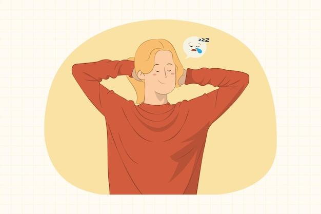 Mujer joven relajada durmiendo con las manos detrás de la cabeza concepto