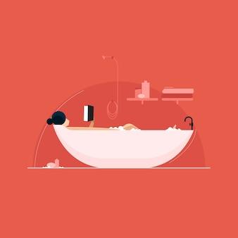 Mujer joven relajándose y leyendo un libro en la bañera