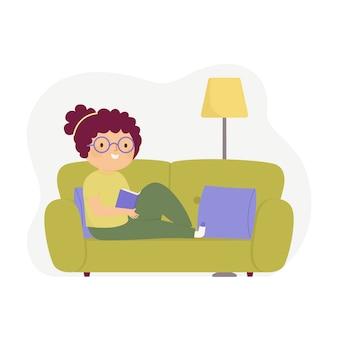 Mujer joven, relajante, en casa