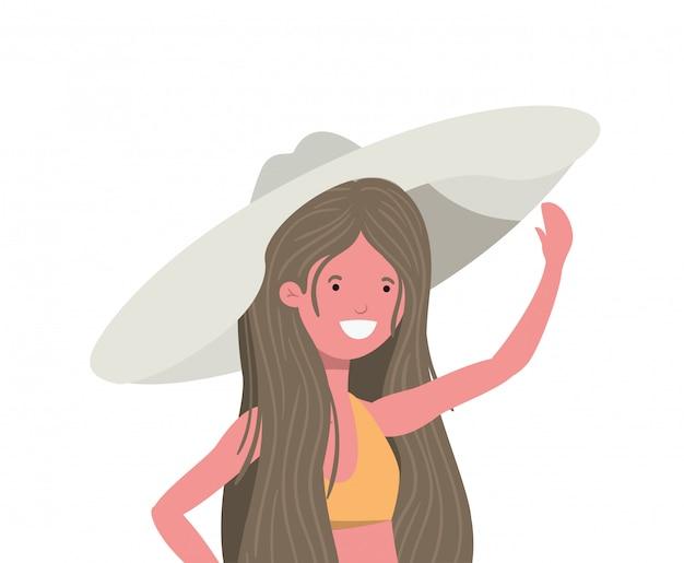 Mujer joven con traje de baño en blanco