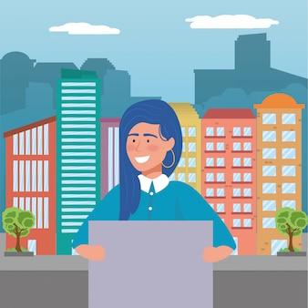 Mujer con junta en la ciudad