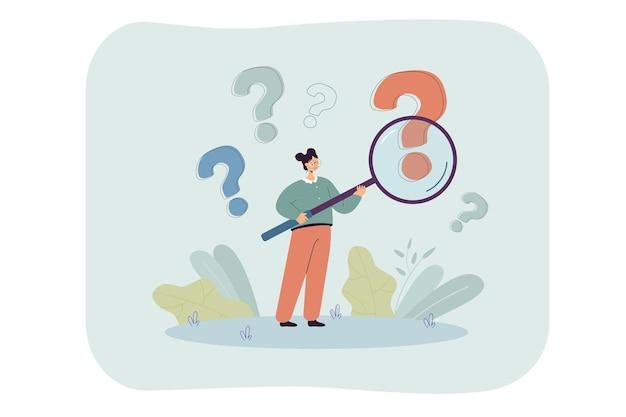 Mujer con lupa analizando signos de interrogación