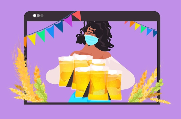 Mujer en máscara sosteniendo jarras de cerveza fiesta oktoberfest