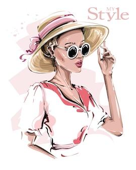 Mujer de moda con sombrero