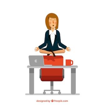 Mujer de negocios concentrada meditando
