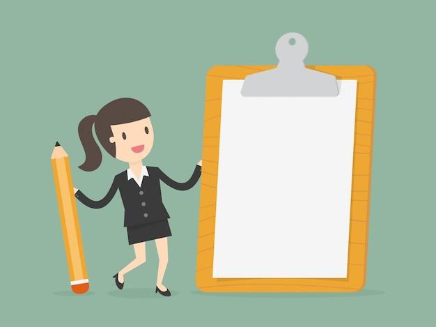 Mujer de negocios con papel en blanco