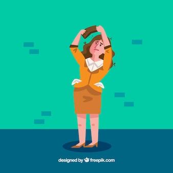 Mujer de negocios pobre mirando su cartera