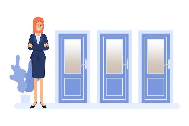 Mujer de negocios que se coloca delante de las tres puertas. la gente escoge el camino.