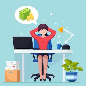 Mujer de negocios se relaja y sueña con pila de dinero en la silla de oficina. finanzas e inversiones