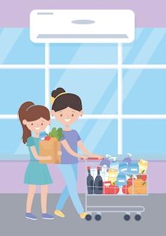 Mujer y niña con bolsa de compras y carrito de productos completos, exceso de compra