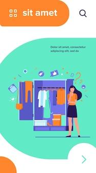 Mujer de pie en el armario abierto y eligiendo ropa