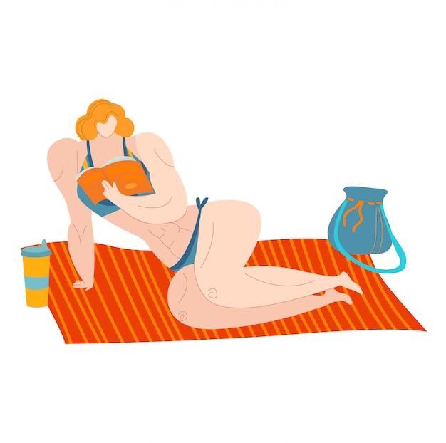 Mujer de playa positiva del cuerpo en trajes de baño, mar verano talla grande gorda dama caucásica come frutas aisladas en blanco ilustración plana.