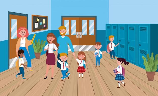 Mujer profesora con madre y padre con alumnos.