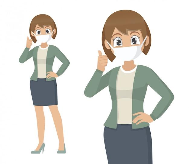 Mujer que cubre la cara con máscara médica y mostrando pulgares arriba símbolo.