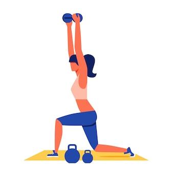 Mujer que ejercita con pesas de gimnasia en la alfombra amarilla.