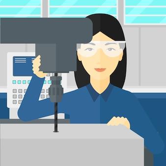 Mujer que trabaja con molino aburrido.