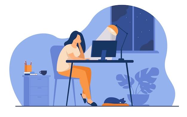 Mujer que trabaja por la noche en la oficina en casa aislado ilustración vectorial plana. estudiante de dibujos animados aprendiendo a través de computadora o diseñador tarde en el trabajo.