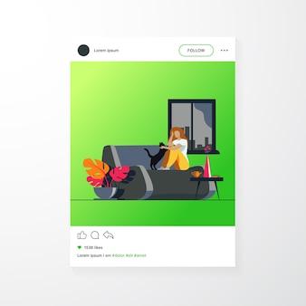 Mujer relajante en casa acogedora. niña sentada en el sofá y acariciar a un gato. ilustración de vector de comodidad, higiene, casa, concepto de apartamento