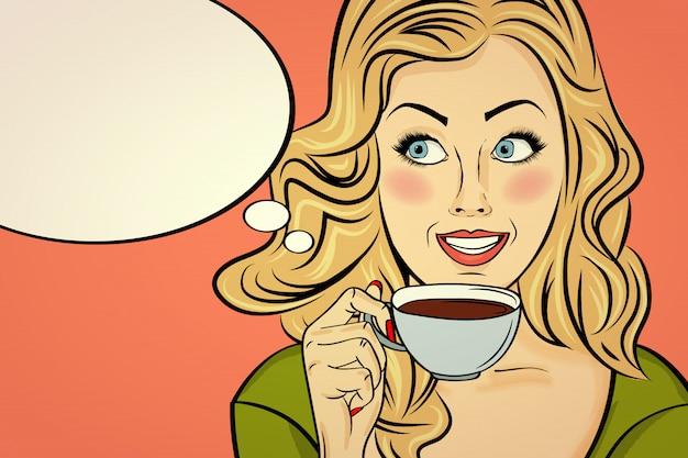 Mujer rubia atractiva del arte pop con la taza de café. cartel publicitario en estilo comic. vector