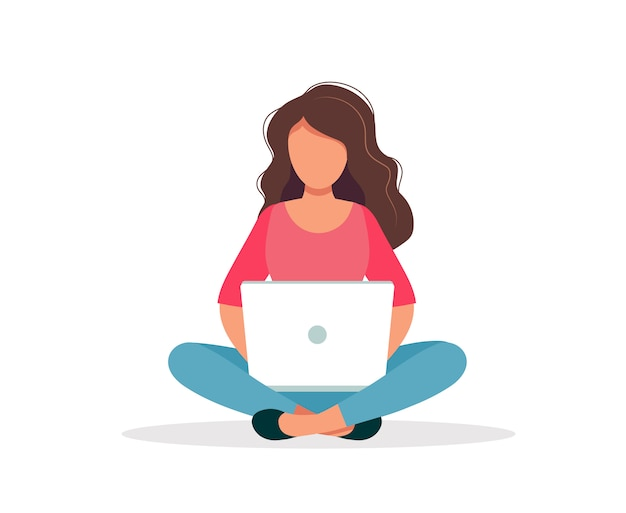 Mujer con la sentada de la computadora portátil aislada