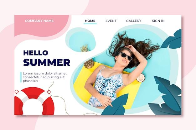 Mujer sentada en una página de aterrizaje de verano flotante