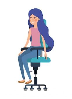 Mujer sentada en personaje de avatar de silla de oficina