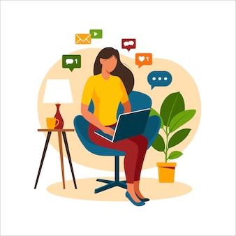 Mujer sentada en una silla con ordenador portátil. trabajando en una computadora. freelance, educación en línea o concepto de redes sociales. freelance o concepto de estudio. estilo plano moderno aislado en blanco.