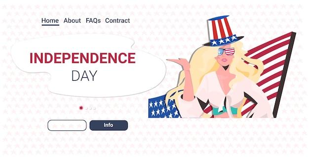 Mujer con sombrero festivo con bandera de estados unidos celebrando, 4 de julio, celebración del día de la independencia americana, página de inicio